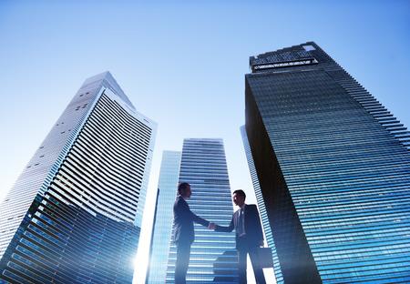 Geschäftsleute Händedruck Stadtbild Partnerschaftskonzept Standard-Bild - 41318041