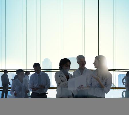 business administration: Equipo de negocios Reuni�n de Discusi�n Tabl�n de habitaciones Concept