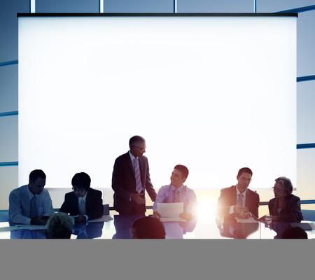 liderazgo: Gente de negocios Reuni�n Lluvia Team Concept