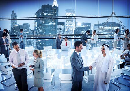 empleados trabajando: Negocios Conferencia Personas Board Room Handshake Global Concept