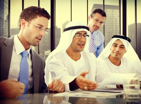 INTERNATIONAL BUSINESS: Gente de negocios globales de comunicaciones Discusión Reunión Concepto Foto de archivo
