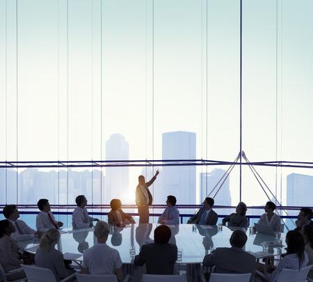 liderazgo empresarial: Sala de reuniones de negocios Reuni�n Concepto de la direcci�n Foto de archivo