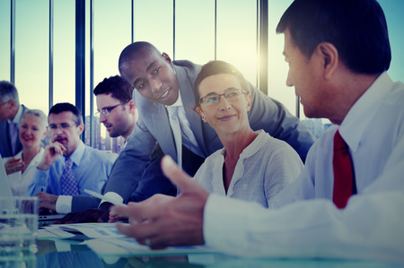 personas trabajando en oficina: Gente de negocios Reunión Comunicación Discusión Oficina de Trabajo Concepto Foto de archivo