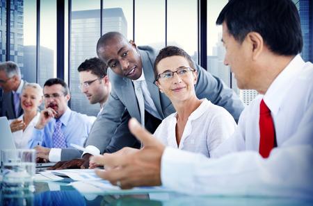 통신: 비즈니스 사람들이 기업 커뮤니케이션 회의 개념