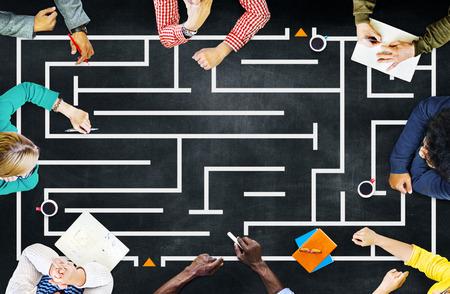 미로 전략 성공 솔루션 결정 방향 개념 스톡 콘텐츠