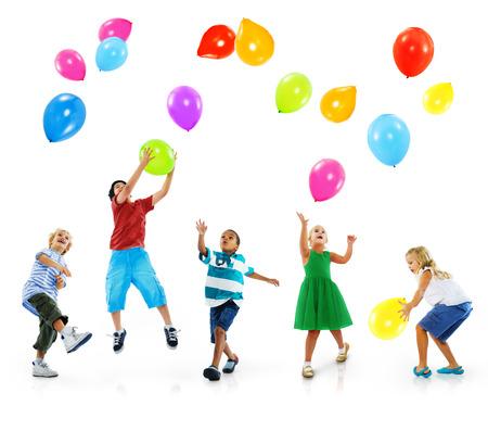 多民族の子供バルーン幸福の友情の概念 写真素材