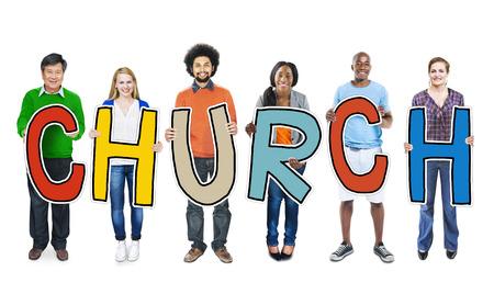 groupe de personne: Diverses personnes holding Eglise du texte