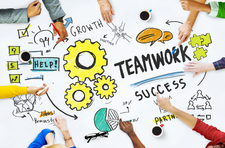 cooperation: Trabajo en equipo Team Collaboration Juntos Reuni�n Lluvia de Ideas Concept
