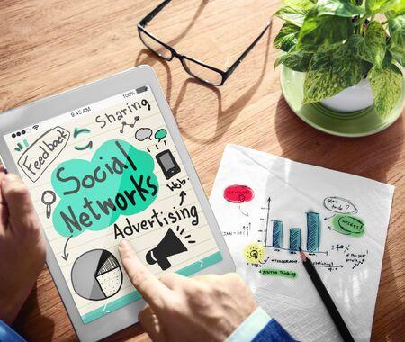 redes de mercadeo: Digital Red Social Online Adertising concepto de trabajo de Marketing