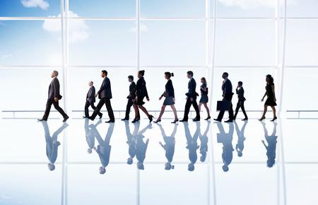 personas caminando: Caminando Gente de negocios corporativo Oficina Concepto Foto de archivo