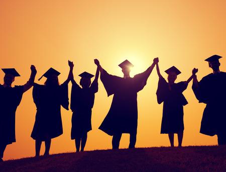toga y birrete: Los estudiantes de la graduaci�n Celebraci�n �xito Logro Felicidad Foto de archivo