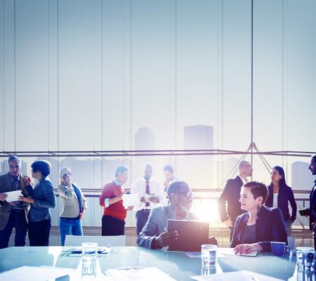 personas platicando: Gente de negocios Reunión Lluvia Team Concept