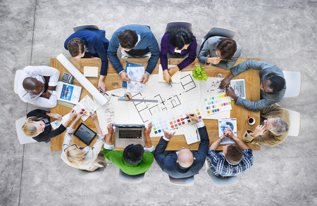 lluvia de ideas: Gente de negocios equipo de diseño de Lluvia Reunión Concepto