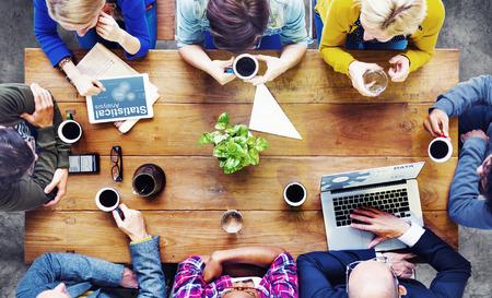 planta de cafe: Gente Diversos Usando Tecnologías y Hablar