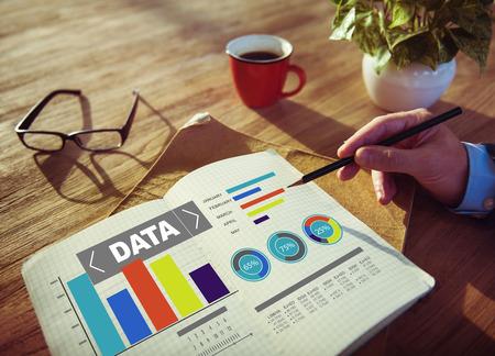 investigando: Data Analytics patrón gráfico de rendimiento Estadísticas Información Concept