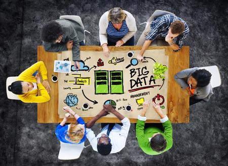 big: Gestión de la Diversidad Gente de negocios Big Data Lluvia Concepto