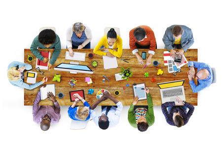 ビジネス人々 デザイン チームのブレーンストーミングの会議のコンセプト 写真素材