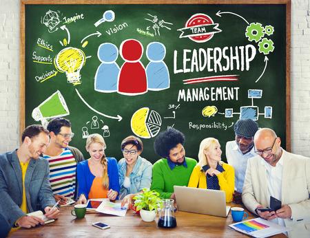 liderazgo: Diversidad Gesti�n Liderazgo Comunicaci�n Reuni�n del Equipo Concepto Foto de archivo