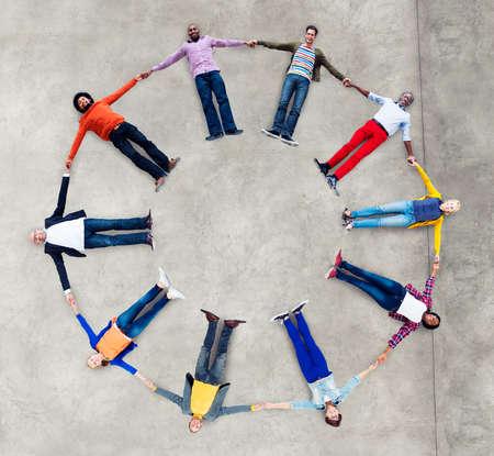 zweisamkeit: Herkunft Casual Gruppe Teamwork Zusammenhalt konzept kreis
