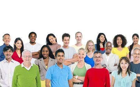 Grand groupe de plusieurs - des gens ethniques