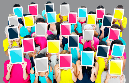 Gruppe von Personen, Tablet PC Networking Technologie-Konzept Standard-Bild