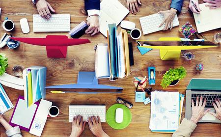 Skupina podnikatelů pracují setkání tým koncepce