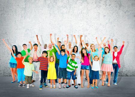 zweisamkeit: Gemeinschaft Zusammenhalt Kinder Multiethnic Fr�hlich Gl�ck Konzept