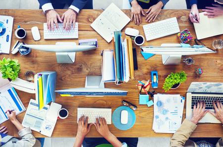 Mensen die werken in een conferentie en Illustratie van de foto