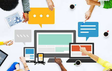 レスポンシブ デザイン インターネット通信技術の概念 写真素材