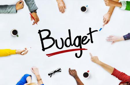 人と予算概念の多民族グループ