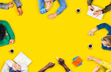 gente reunida: Trabajo en equipo Diversidad Discusión Reunión de planificación concepto