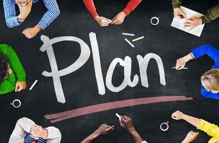 planen: Gruppe verschiedene multiethnische Menschen planen