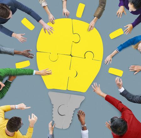 Mensen die werken Teamwork samenwerking te ondersteunen Creativiteit Begrippen Stockfoto