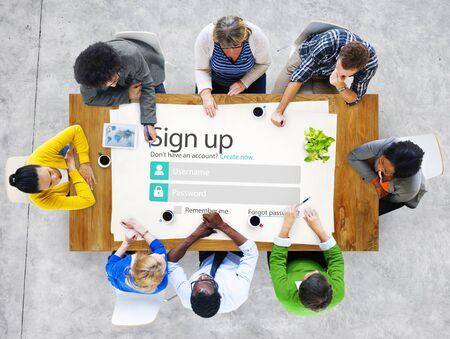 personas trabajando: Registrarse Registro en línea de Internet Concepto Web Foto de archivo