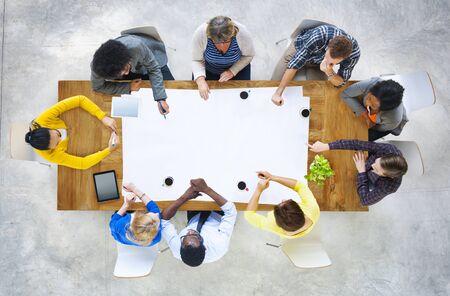 diversidad: Diversidad Equipo Ocasional Reunión Lluvia Concepto