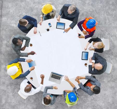 circulo de personas: Grupo de Diversidad de Personas Lluvia Reuni�n Ideas Concept Foto de archivo