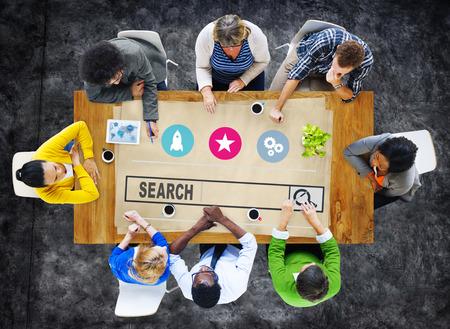 коммуникация: Поиск Концепцию просмотр веб-Internet Information онлайн Фото со стока