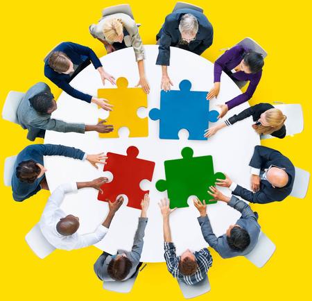 COLABORACION: Gente de negocios Jigsaw Puzzle Colaboración Team Concept Foto de archivo
