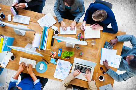 비즈니스 사람들이 근무하는 사무실 회사 팀 개념