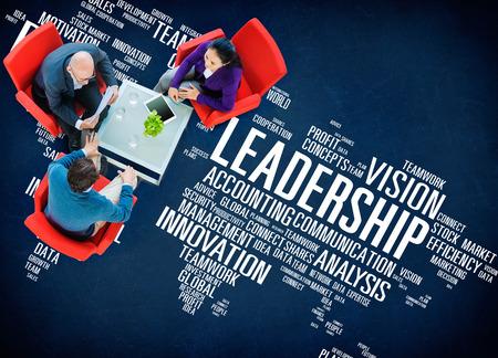 liderazgo empresarial: Liderazgo Jefe de Gestión Entrenador Jefe Global Concept Foto de archivo