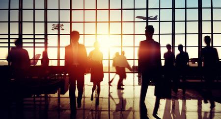 negocios internacionales: Terminal del Aeropuerto Internacional de Viajes de Negocios Concepto de viaje