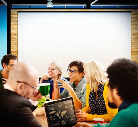 Un groupe de gens de réunion Concept d'écran de projection