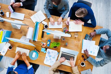 企業のオフィスを働くビジネスマン チーム コンセプト 写真素材