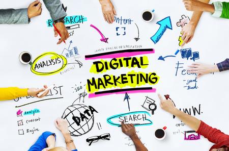 デジタル マーケティング戦略オンライン メディア コンセプトをブランディング