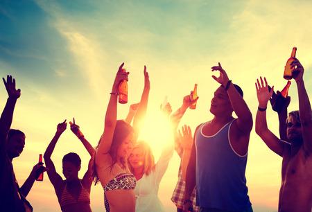 사람들이 축하 비치 파티 여름 휴가 휴가 개념 스톡 콘텐츠