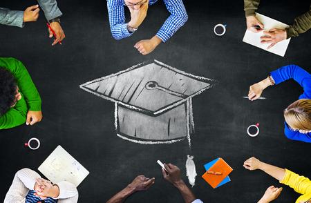 졸업 박격포 모자 교육 학습 회의 토론 개념 스톡 콘텐츠