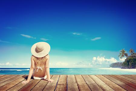 chillen: Entspannen Strand Woman Urlaub Im Freien Meerlandschaft Konzept