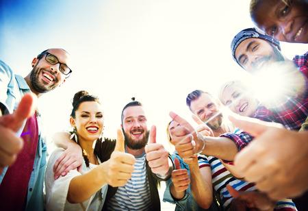 Diversiteit Duim omhoog Genieten Beach Concept Stockfoto
