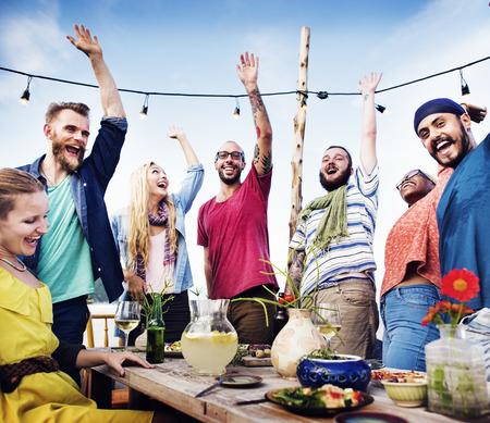 amicizia: Beach Dinner Party Amicizia Felicit� Estate Concetto