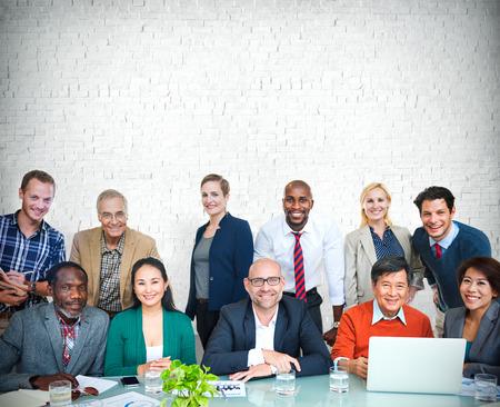 personas comunicandose: Gente de negocios cooperación Alegre Concepto